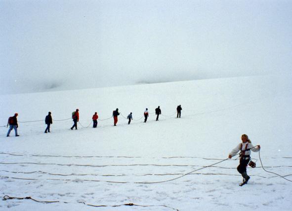 På vej over gletsjeren mod Galhøpiggan 1992