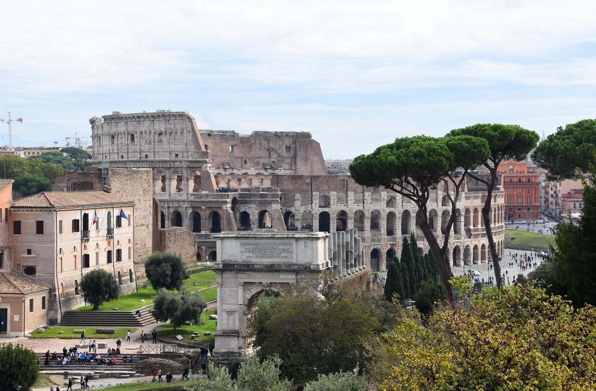 Colloseum og Titus-buen, Forum Romanum