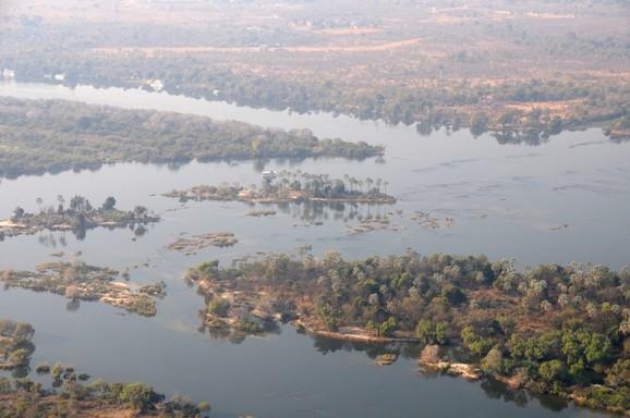 Med helikopter over Zambezifloden og Victoria Falls