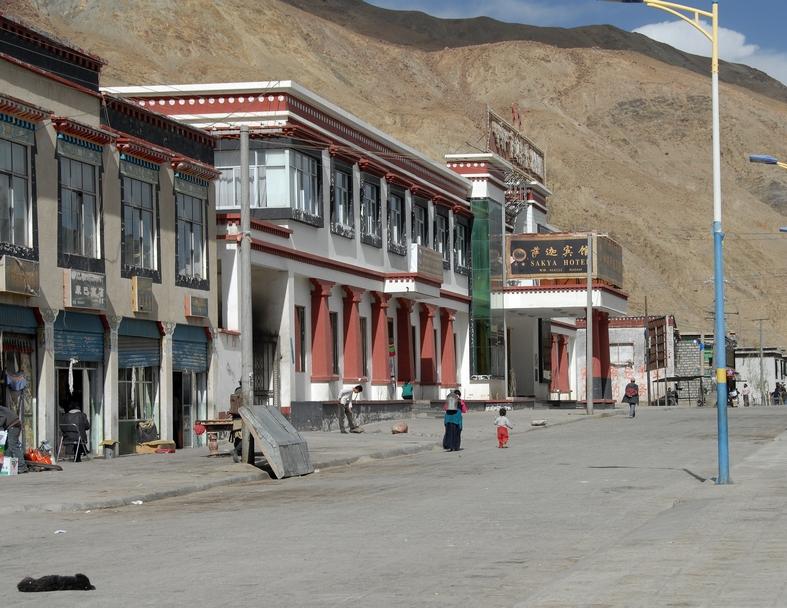 Hotellet, Sakya