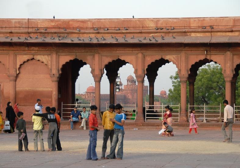 Den store moské med det røde fort i baggrunden, Old Delhi