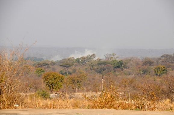 Victoria Falls, tågen fra vandfaldene ses i baggrunden