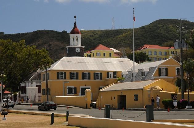Steeple building. I baggrunden første danske kirke på Skt. Croix, Christiansted