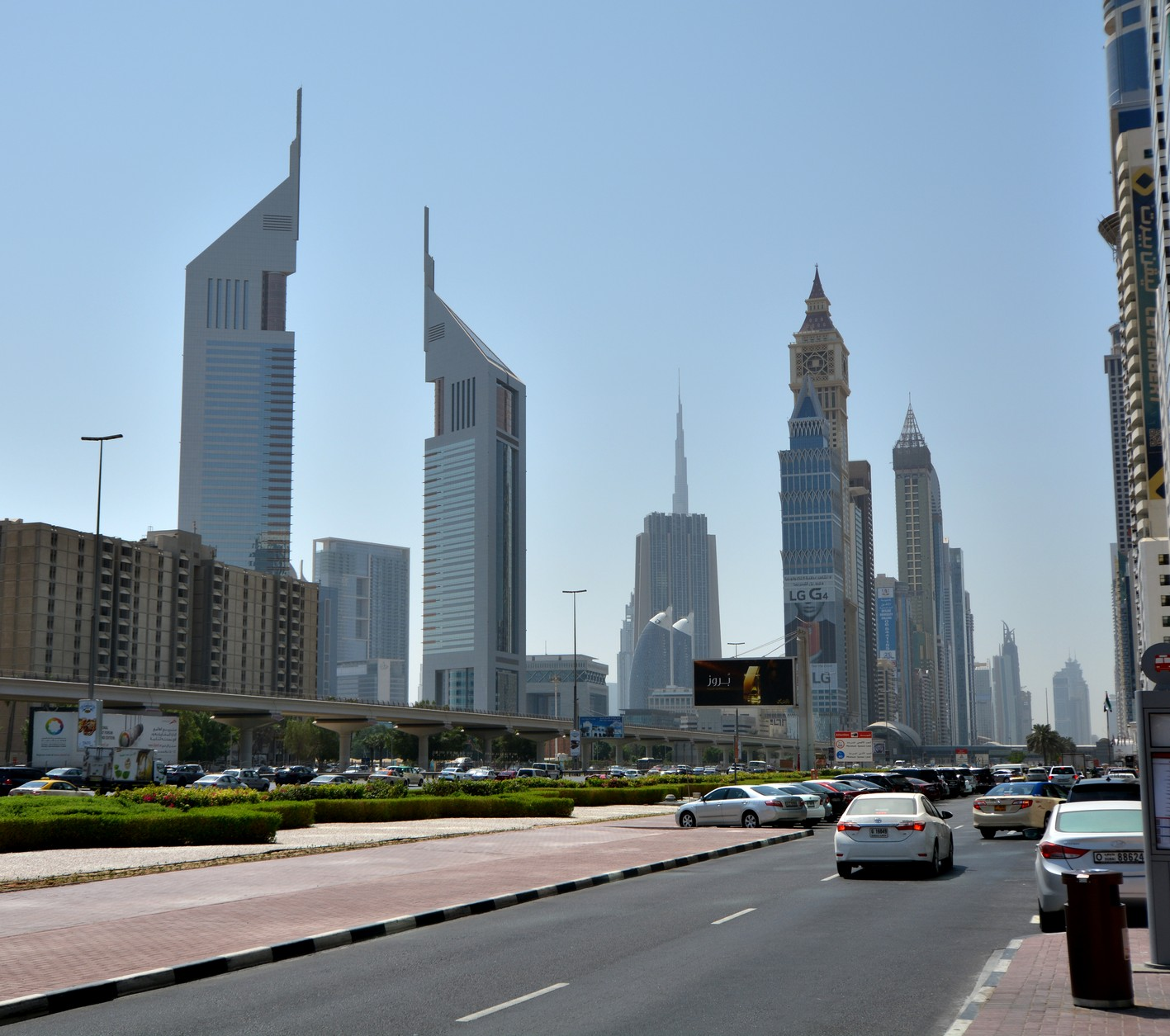 SHEIK ZAYED ROAD OG EMIRATES TOWERS