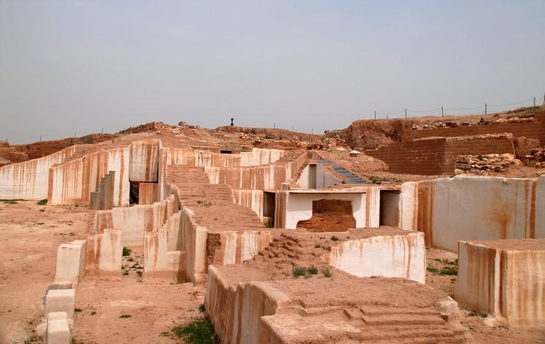 Tellen ved Ebla. her fandtes et af oldtidens største biblioteker (lertavler med kileskrift)