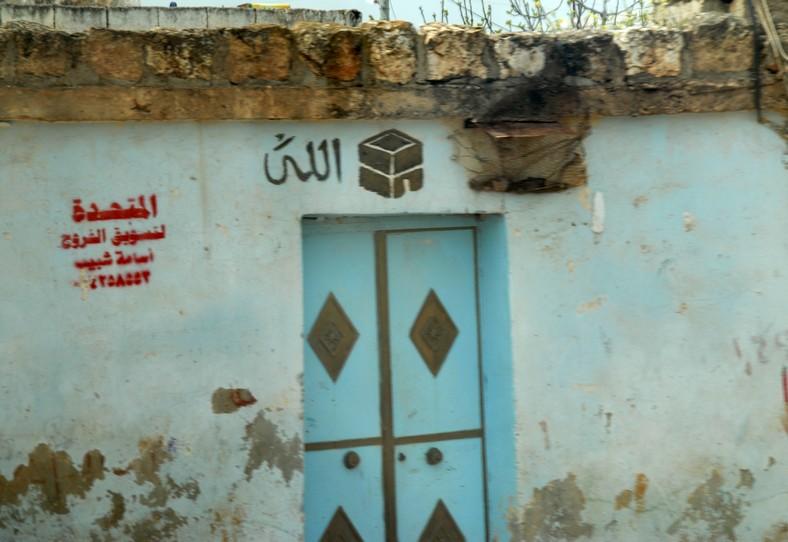 Landsbyhus ved Ebla. Symbolet over døren viser, at manden har været på pilgrimsfærd til Mekka