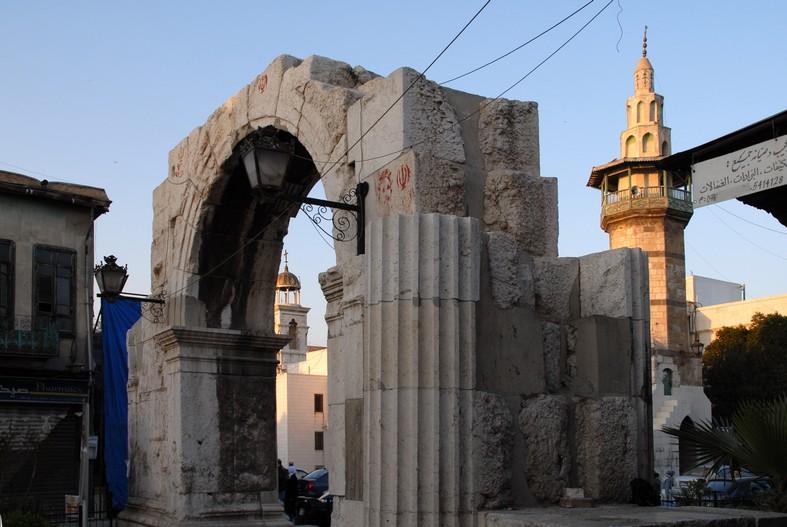 Romersk port, Den Lige Gade