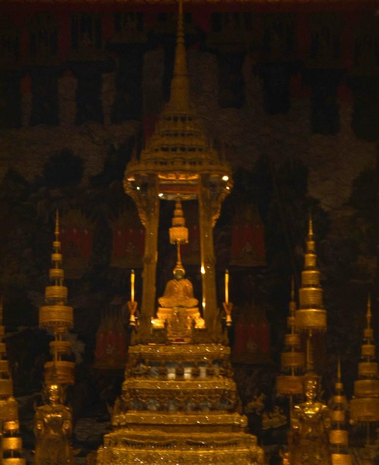 Dette billede har en tom ALT-egenskab (billedbeskrivelse). Filnavnet er smaragdbuddha-grand-palace.jpg